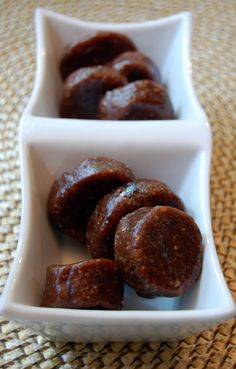 The Hippy Cookie - No cook cookies with dates, almonds, walnuts, dried fruit...