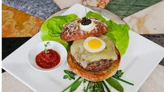 The world's most expensive dishes - Le Burger Extravagant