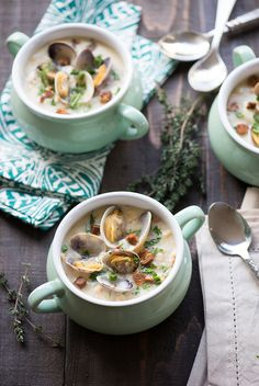 Best Ever New England Clam Chowder www.pineappleandcoconut.com #soup