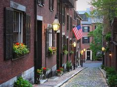 If you win #HGTVUrbanOasis, take a stroll through Boston's historic Beacon Hill neighborhood, known for its Federal-style rowhouses, gas-lit streets and brick sidewalks. >> http://www.frontdoor.com/photos/popular-landmarks-and-attractions-in-boston?soc=pinterest