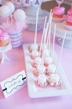 Cute marshmallow pops