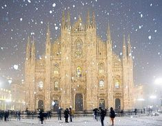 Winter wonderland. Duomo Cathedral in Milan, Italy