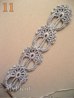 Lace stitch pattern with tutorial.