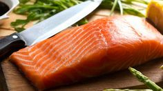Get the Skinny on Wild Caught Salmon vs. Farm Raised! Which one is healthier or is there a true difference? Answers in post!