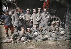 German prisoners of war - 1914 On 30 May 1904, Auguste and Louis Lumière made a statement to the Paris Academy of Sciences, describes the process lattice trichrome, which three years later became the Autochrome, the first industrial process color reproduction.