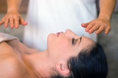 Reiki is a holistic healing system, meaning that it addresses the whole person: the physical, mental, emotional and the spiritual levels. The body is not made up of isolated parts to be fixed, like a machine; there are no separate parts, but an amazing web of energy, and in order to truly return to health, all the levels of our being must be addressed. heal hand, fit, bodi energi, holist health, healing hands, reiki energi, chakra, energi heal, heal reiki
