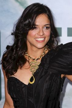 Michelle Rodriguezs glamorous, wavy hairstyle