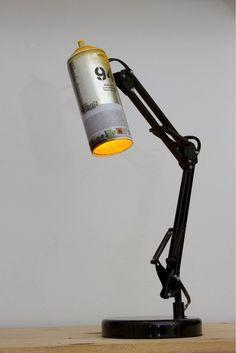 Bote de spray transformado en lámpara.