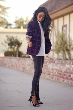 Petite fashion bloggers :: Walk in Wonderland :: tartan blazer