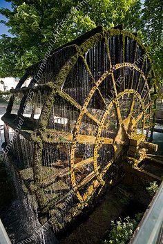 Isle-sur-la-Sorgue ~ Vaucluse #green #vert #tourismpaca #tourismepaca #watermill #moulin #IslesurSorgue #Provence #France