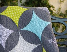 Petals and Stars Quilt with a clear description of her interesting technique which is so much less intimidating than the thought of all those curves. | Ahhh...Quilting