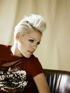 Pink has such an awesome haircut - wish I dared cut my hair like hers