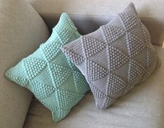 This is a brilliant pattern!!!  Can't wait to give this a try.    Bobletrekantpuder  by Brombaerstrik - Bettina Brandt Pedersen on Ravelry.  This pattern is available as a free Ravelry download