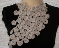 crochet necklace: looks like pebbles. Crazy & pretty!