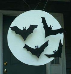 Halloween Craft: Full Moon & flying bats silhouette. DIY decoration for front door, porch or as holiday home decor.