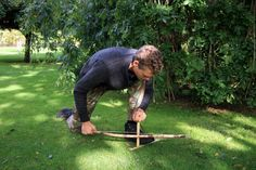 How To Make And Use A Bow Drill For Fire Starting - http://SurvivalistDaily.com/making-and-using-a-bow-drill/ #bushcraft #firestarting