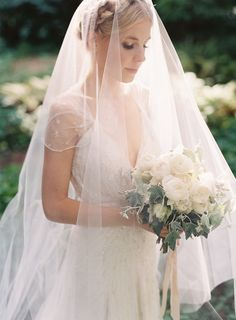 We love this bride's classic style.