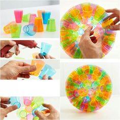 Manualidades on pinterest manualidades plastic - Manualidades con vasos de plastico ...
