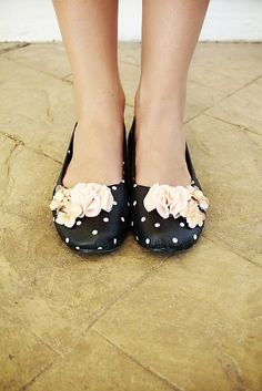 mod podge shoes....love the flowers