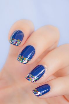 Blue nails with glitter gradient.