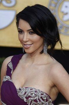 Kim Kardashians loose, brunette updo