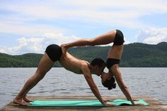 kiss, fit, yoga pose, partneryoga, inspir