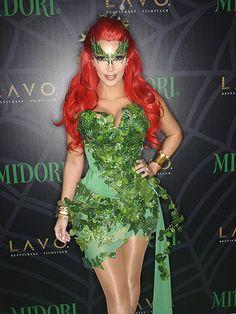 La recientemente separada Kim Kardashian, perfecta como la Hiedra Venenosa de Batman.