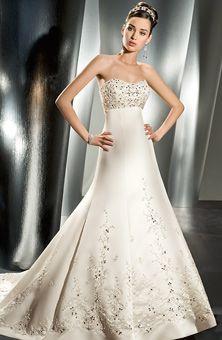 Wedding dress - Check out navarragardens.com for info on a beautiful Oregon wedding destination!