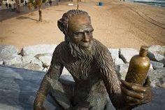 Estatua de Anís del Mono en el paseo marítimo de Badalona