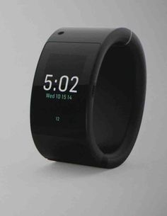 Will.i.am's new smartwatch, the Puls has 1GB of memory, 16 GB of storage and a Siri-like personal assistant named Anita.