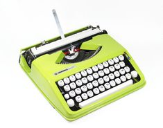 40 Tips to a Better Craft Blog from Craft Blog Uk:     Green Cursive Hermes Baby Manual Typewriter from : BMTvintage