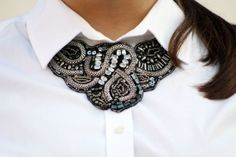 Collar necklace.