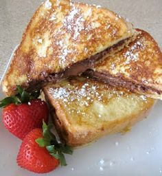 This Nutella Stuffed Custard French Toast is so delicious! #recipe #nutella #breakfast