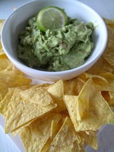 Easy and Authentic Mexican Guacamole / Avocado Dip