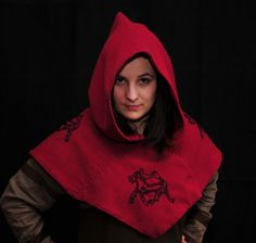 Hood from Skjoldehamn – dark red with four embroidery. - Othala Craft
