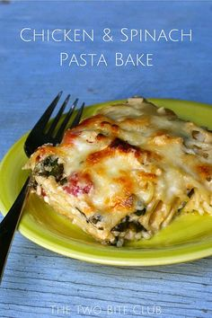 Chicken and Spinach Pasta Bake | thetwobiteclub.com