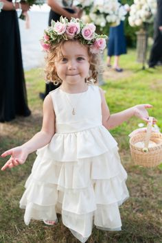 How cute is this flower girl hair - ringlets and a rose flower crown: http://www.stylemepretty.com/2014/11/19/elegant-jamestown-summer-wedding/ | Photography: Leila Brewster - http://leilabrewsterphotographyblog.com/