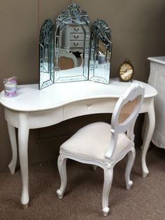 FW2118A Kidney shaped Dressing Table