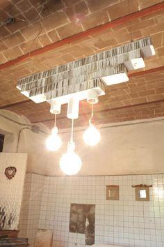 Lampada in cartone / Cardboard Pendant Lamp http://www.recyclart.org/2014/06/lampada-cartone-cardboard-pendant-lamp/
