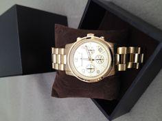Relógio Michael Kors ,pulseira banhada em ouro . Preço: R$750,00