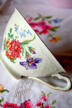 pretty vintage tea cup vintage teacups, tea parti, tea time, teas, vintage floral, tea cup, embroidery, flower, china