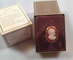 blingad ding, avon vintag, 70s vintag, cameo ring, vintag jewelri, avon perfum, jewelri 1960s, cameo obsess