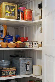kitchens, pantri shelv, vintage tins, kitchen pantri, beads, old tins, tea, feelings, country