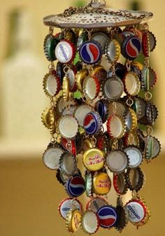 A cute idea to use beer and soda bottle caps! http://sussle.org/t/Craft bottle caps, soda bottles, recycled bottles, beer caps, bottle cap art, wind chimes, beer bottles, door project, old bottles
