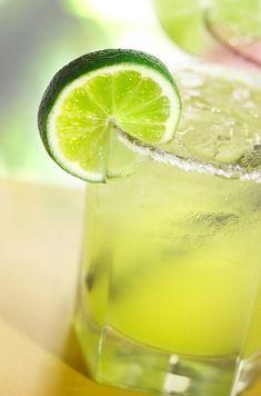 Skinny Margaritas - Perfect #SuperBowl Cocktail!