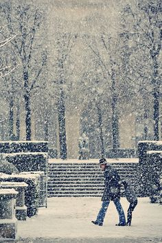 France. Paris under the snow