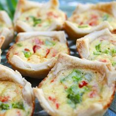 Red and Greeen Quiche Bites ~ Studded with red and green peppers, these delicious little quiche bites make the perfect Christmas appetizer.