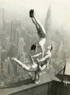 """""""Acrobats on the edge of the Empire State building"""", 1934,  ©bettman"""