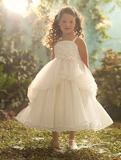 Disney Blossoms by Alfred Angelo Style #702 for your little Snow White #AlfredAngelo www.alfredangelo.com