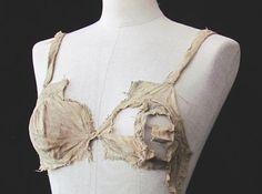 Paper research  'Longline bra' found at Lengberg Castle © Beatrix Nutz